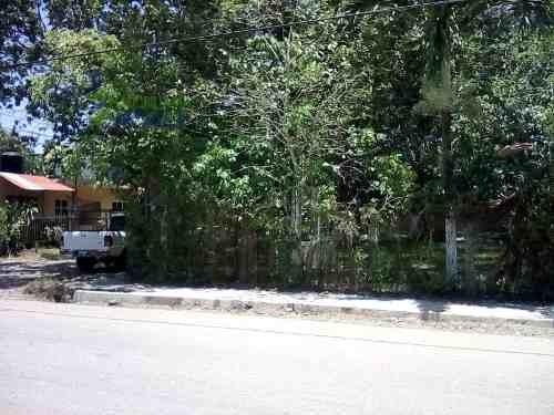 venta terreno 400 m² en esquina banderas tuxpan veracruz. es un terreno de 400 m² en esquina cuenta con una pequeña construcción de 24 m², esta completamente bardeado con malla ciclónica árboles frut
