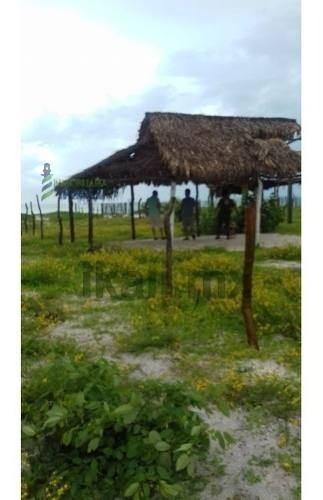venta terreno 400 m² isla aguada cd. del carmen campeche. ubicado en la colonia caleta 2, frente a la playa, el terreno cuenta con un frente de 20 m, una largura de 20 m, dando una superficie útil de