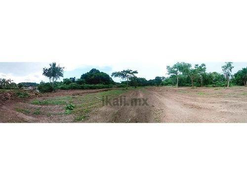 venta terreno 5,000 a 30,000 m² frente al río juana moza tuxpan veracruz, se encuentra ubicado frente al río en el camino a juana moza en la colonia el triángulo, cuenta con 30000 m² pero se puede ve