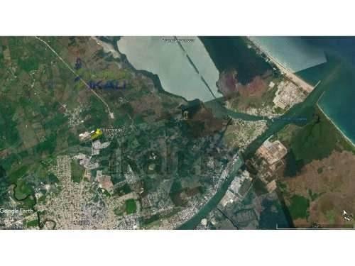 venta terreno 6 hectáreas carretera tuxpan - tamiahua veracruz méxico. el terreno se vende en 700 pesos el m². el terreno se encuentra sobre de carretera tuxpan - tamiahua, cuenta con un frente de 14