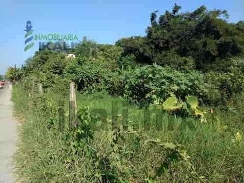 venta terreno 6,531.50 m² sobre el libramiento col azteca tuxpan veracruz. cuenta con triple acceso de calles, uno al libramiento adolfo lopez mateos, otro a la calle justo sierra y a la calle antoni