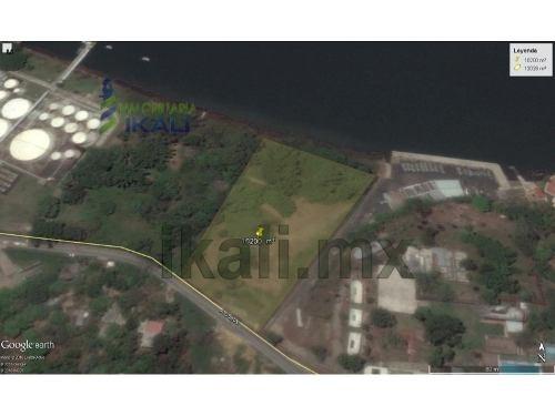venta terreno carretera a cobos tuxpan veracruz 10200 m², se encuentra ubicado a un costado de las instalaciones de la marina en la carretera a cobos, son 12000 m², de frente a la carretera cuenta co