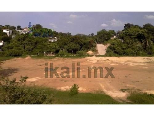 venta terreno colonia ochoa tuxpan veracruz 2.5 hectáreas, se encuentra ubicado al final de la calle fernando gómez palacios, son 25000 m², el tipo de terreno es moderado, la zona cuenta con todos lo