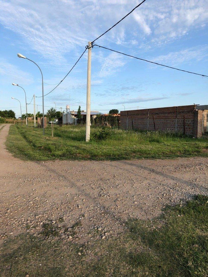 venta terreno de esquina escriturado en alvear - los troncales del sur - financiacion
