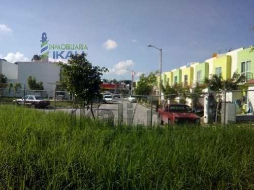 venta terreno fraccionamiento kana poza rica veracruz. ubicado en la calle tulipan s/n del fraccionamiento kana, en el municipio de poza rica veracruz, cuenta con una superficie plana de 411 m²,  de