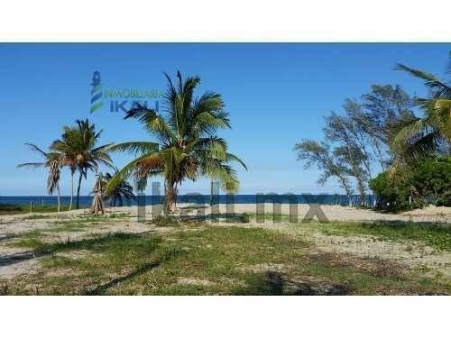 venta terreno frente al mar 5,572 m² playa tuxpan veracruz.hermoso terreno frente al golfo de mexico, el cual da del camino a la playa, las medidas de frente a la carretera a la termoeléctrica 67.00