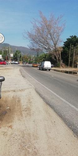 venta. terreno sobre avenida cayaco, acapulco.