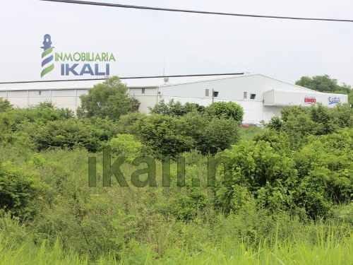 venta terreno tuxpan ver, es un terreno de 5 hectáreas ubicado a bordo de la carretera tuxpan-tamiahua a lado del bimbo, a 3.5 km del centro del puerto, 93 m. de frente a la carretera y 547 m. de fon