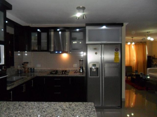 venta townhouse de 132mts2 urb.privado turmero.gbf