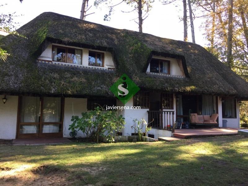 venta y alquiler de cabaña en cantegril, 3 dormitorios, 2 baños, lindo parque cerca de todo.- - ref: 167308