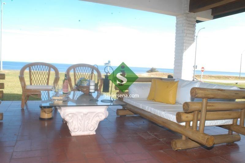 venta y alquiler de casa en mansa, 5 dormitorios , 3 baños, frente al mar.- ref: 43741