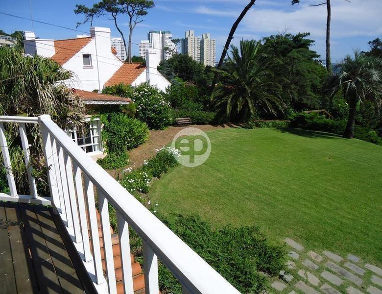 venta y alquiler residencia de estilo mediterráneo punta del este