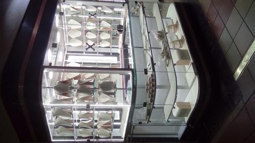 venta y fabricación de todo tipo de vitrinas de lujo