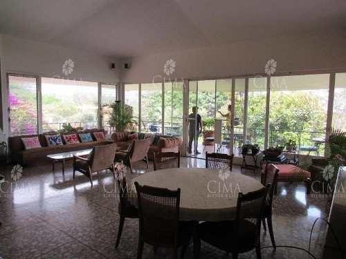 venta y renta residencia con vista panorámica en cuernavaca - v85