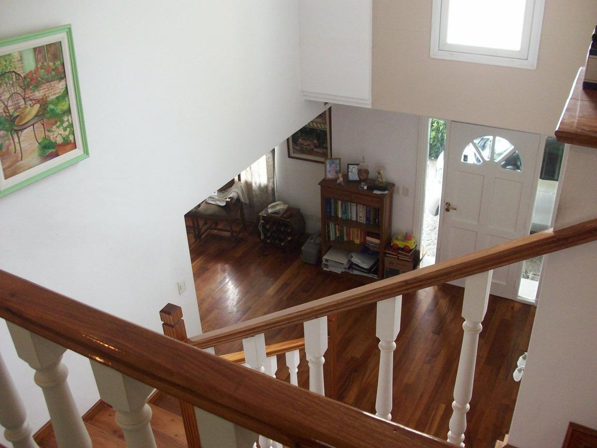 venta,chalet de 3 dormitorios+playroom en country abril