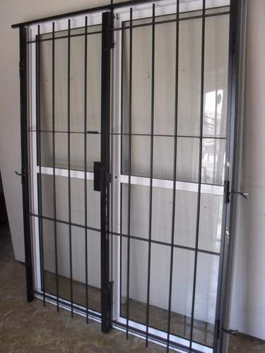 ventana balcon aluminio 200x200 con puerta reja y mosquitero