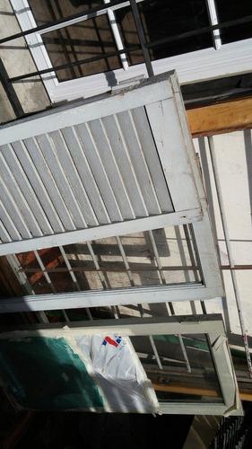 ventana con marco de roble y reja 150 x 110