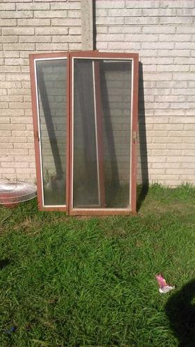 ventana con persiana y vidrio, 1.30 m x 1.50 m usado