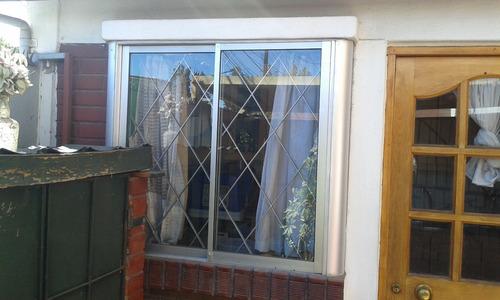 ventana de aluminio 104x108 (118 con bordes)