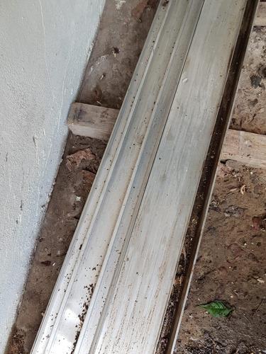 ventana de aluminio gris + persiana barrio