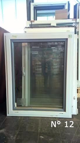 ventana de madera con marco exterior de aluminio