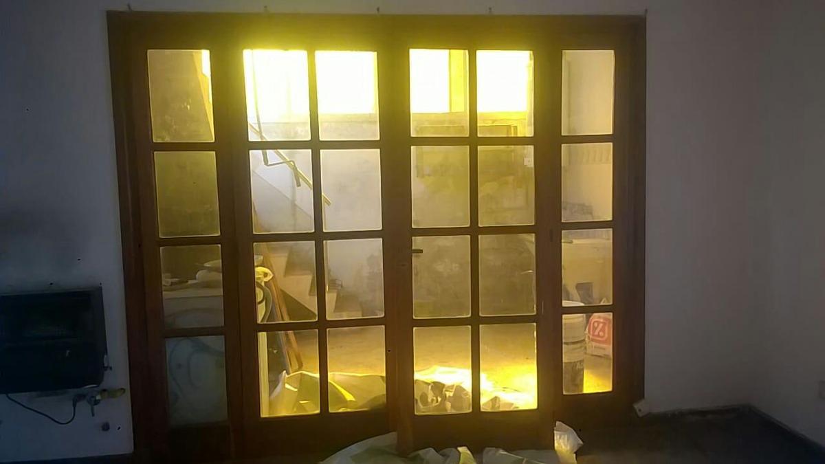 Ventanal Vidrio Repartido De Madera - $ 7.000,00 en Mercado Libre