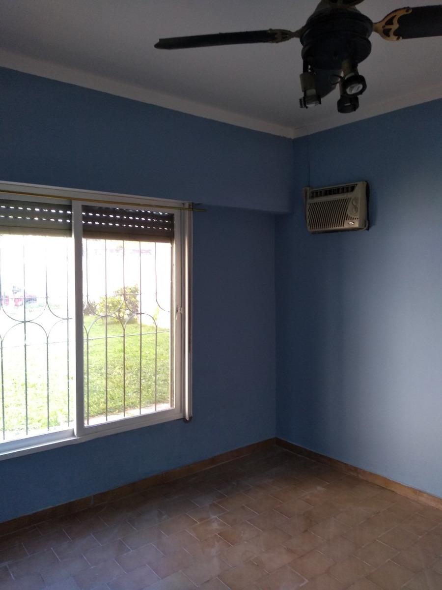 ventanas con rejas.