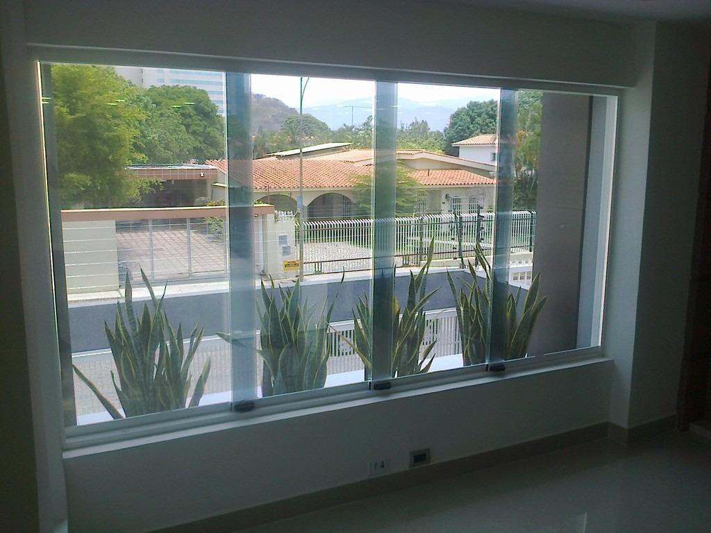 Ventanas panor micas puertas de ba o aluminio vidrios for Ventanas con persianas incorporadas