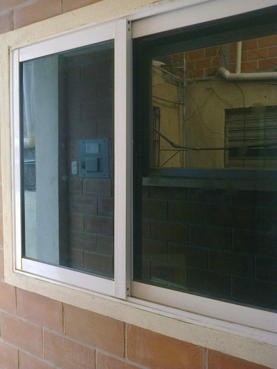 Puertas en aluminio y vidrio puerta aluminio blanco for Puertas de aluminio