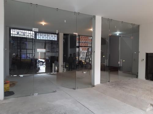ventanas puertas divisiones en aluminio y vidrio