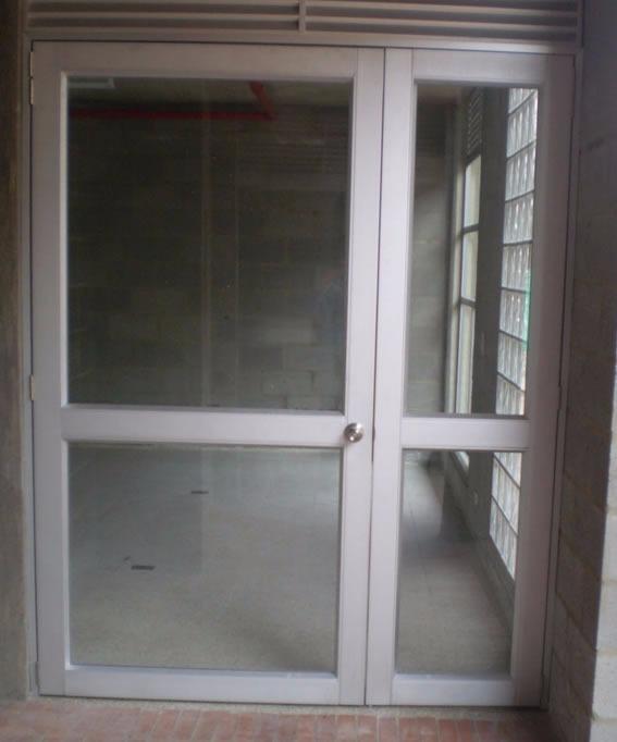 Ventanas puertas mamparas de vidrio y aluminio s 1 00 for Marcos de ventanas de aluminio