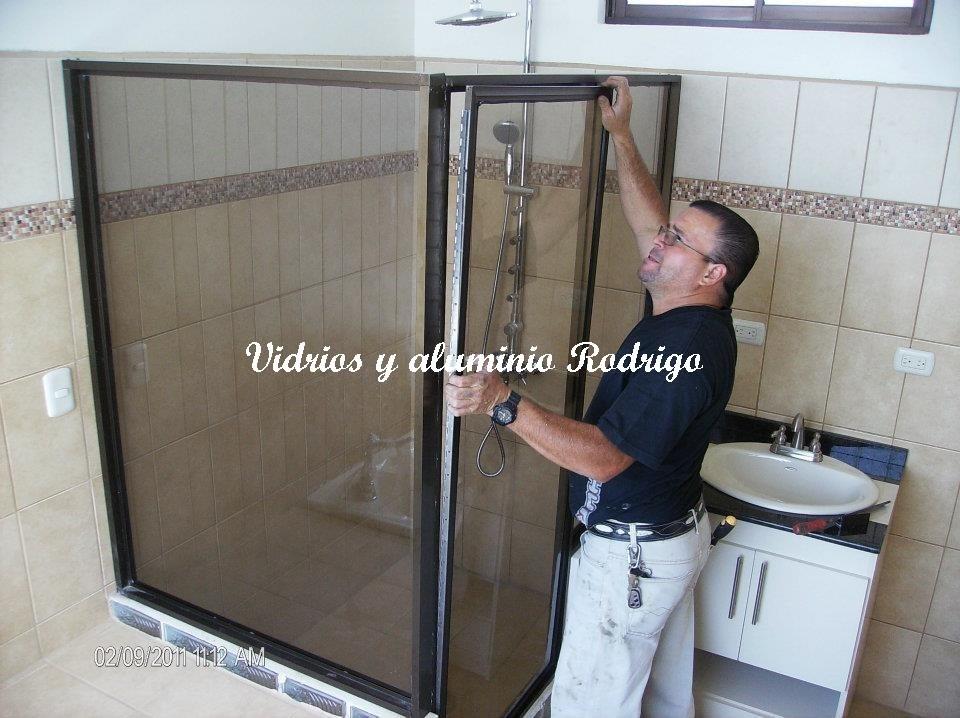 Ventanas vidrios aluminio espejos puertas de ba o y mas for Puertas de bano de aluminio