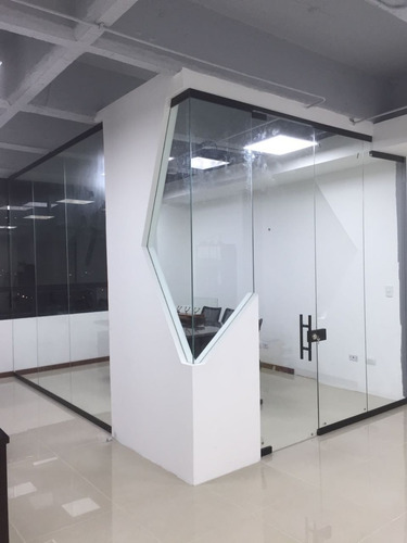 ventanas y puertas de aluminio en vidrio, divisiones de baño