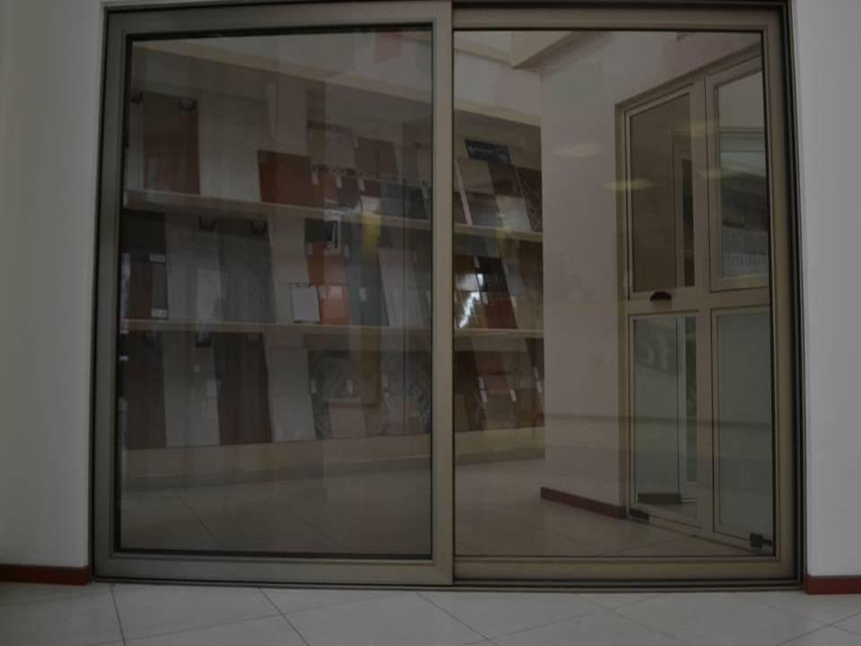 Ventanas y puertas de aluminio linea espa ola canceles for Puerta ventana de aluminio corrediza