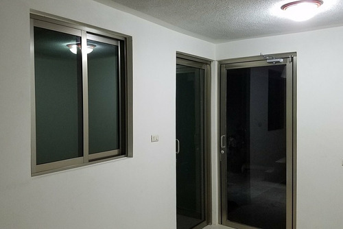 ventanas y puertas de aluminio y vidrio