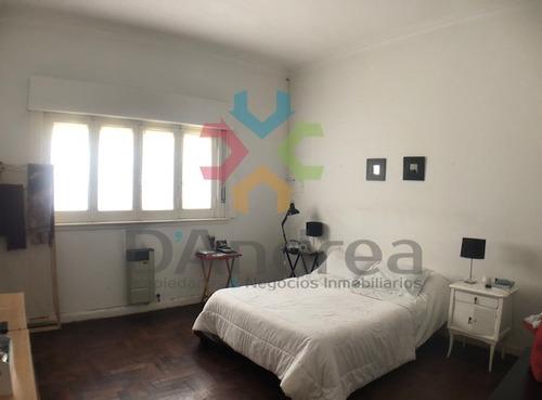venta/oportunidad casa céntrica en 21 e/ 28 y 30 mercedes b