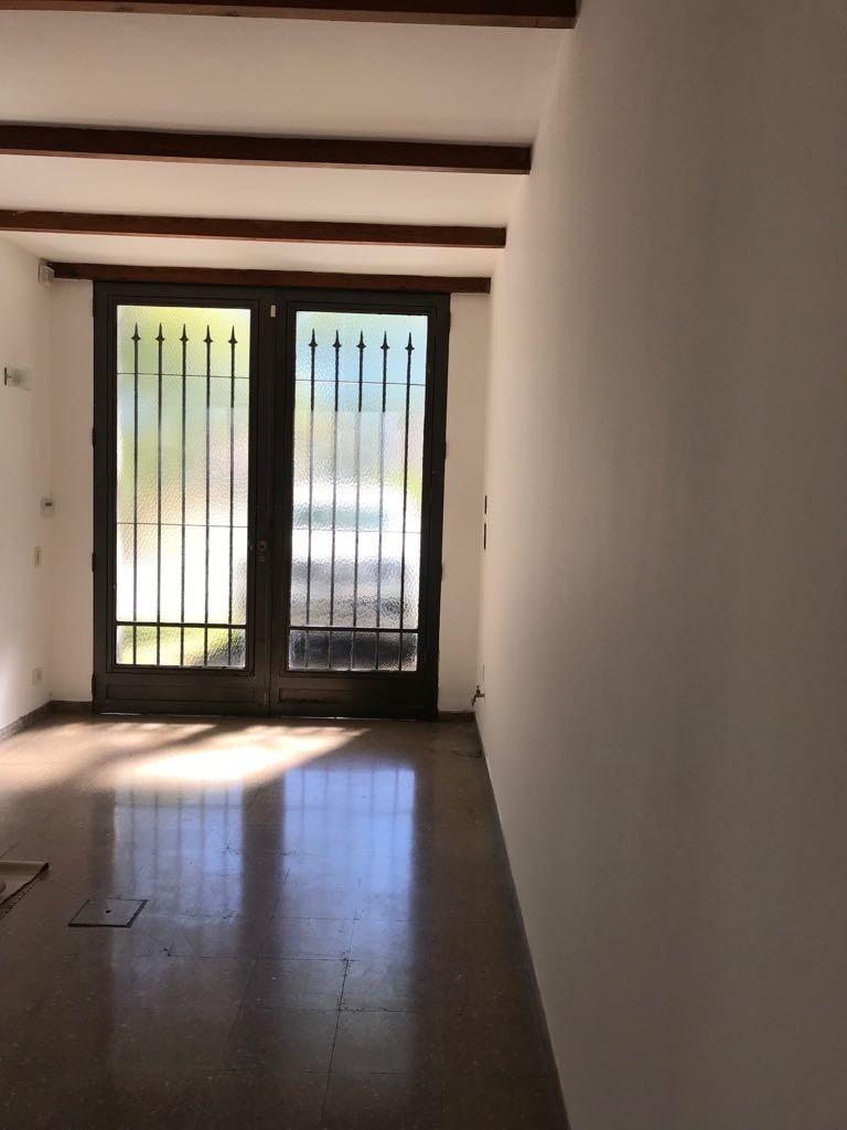 venta/oportunidad casa sobre av 40 e/ 21 y 23 mercedes (b)