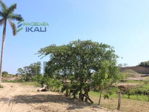 ventas de terrenos en tuxpan veracruz, 2 hectáreas, ubicados en camino a juan lucas de la colonia villa rosita, muy cerca del libramiento av. lopez mateos detrás de la oficina de la distribución de l