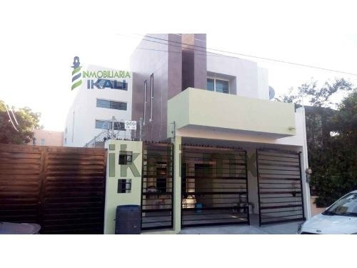 vento casa col sector los pinos en cd madero tamaulipas 3 recámaras, se encuentra ubicada en la calle 10 # 103 b de la colonia sector los pinos cuenta con 2 pisos, cuenta con 200 m² de terreno, en la
