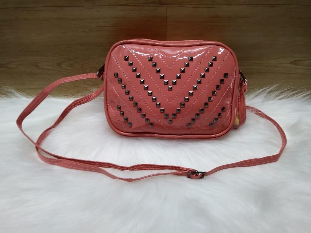 06d0760e7 Bolsa Feminina De Verniz Pequena Mini Bolsa Com Taxinhas - R$ 32,00 ...