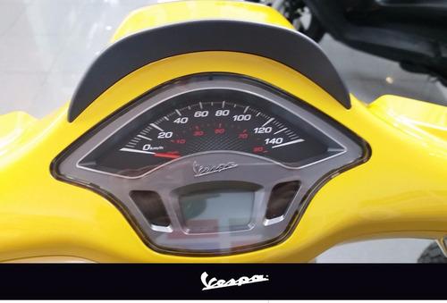vespa sprint amarilla