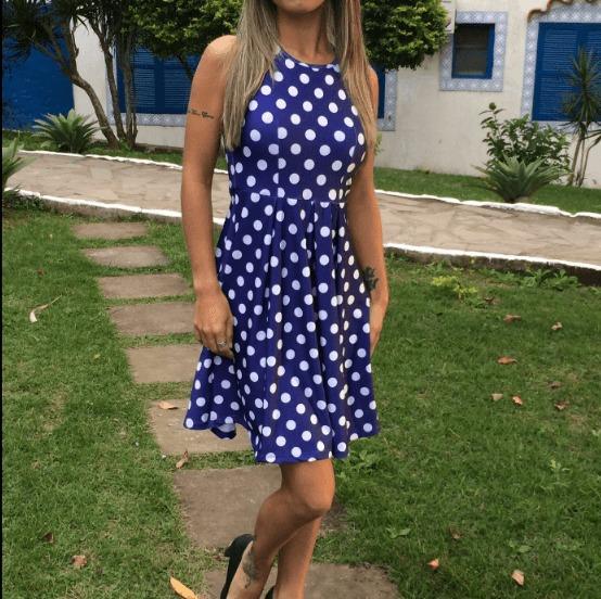 Vestido azul com poa branco