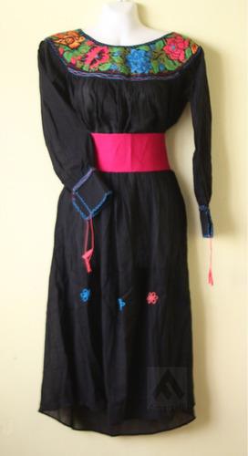 vestido artesanal fino bordado en punto de cruz