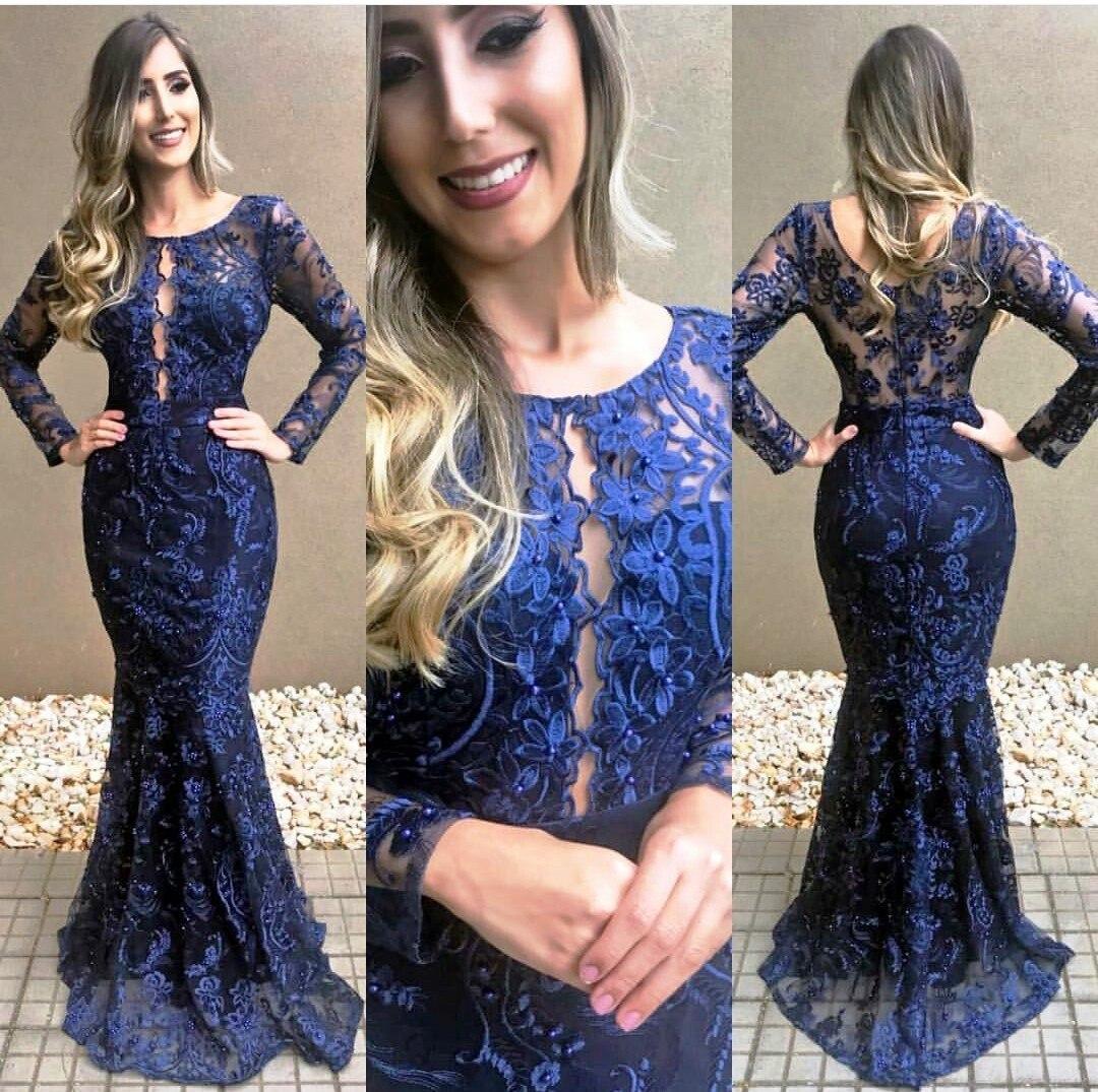 Madrinha de vestido azul marinho