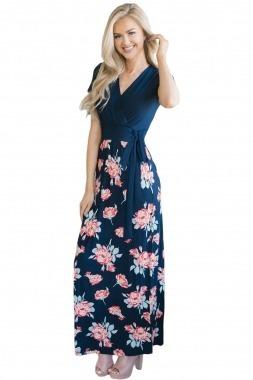 Vestido azul oscuro con flores