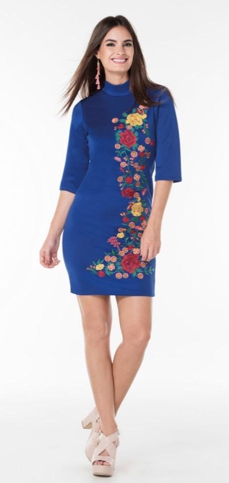 Vestido azul bordado flores