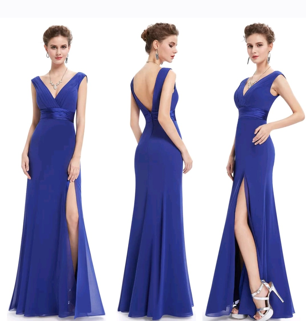 Madrinha de casamento com vestido azul royal