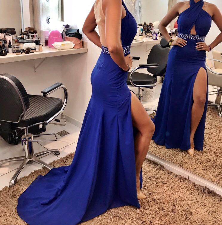 Madrinha com vestido azul royal