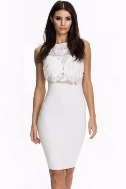 Mujer vestido blanco corto