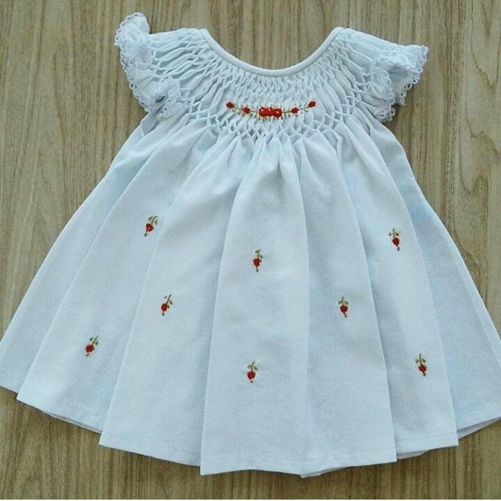 Vestido Casinha De Abelha Bordado Em Rococó - R  75,00 em Mercado Livre ea159140c8